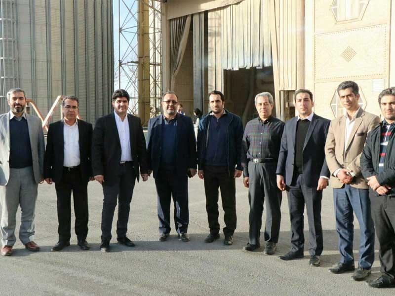 بازدید و جلسه مشترک اعضا شورا شهر و شهرداری شهر کوهسار از خط تولید شرکت آرد ستاره کردان
