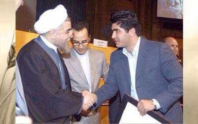 دریافت لوح و تندیس افتخار توسط مدیر عامل شرکت آرد ستاره آقای ملک حسین آقاطاهر از جناب آقای حاج حسن روحانی